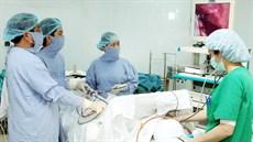 Kỹ thuật nội soi trung thất sinh thiết u và hạch trung thất