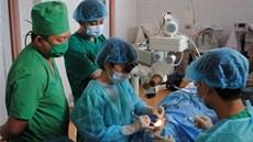 Phẫu thuật đặt van dẫn lưu tiền phòng Ahmed ở bệnh nhân Glôcôm phức tạp khó điều trị