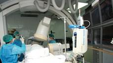 Kỹ thuật sinh thiết xuyên thành phế quản qua nội soi dưới hướng dẫn của màn hình tăng sáng