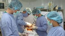 Phẫu thuật sửa, hoặc thay van tim (van 2 lá, van 3 lá, van động mạch chủ)