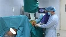 Điều trị phẫu thuật gãy liên mấu chuyển xương đùi ở người cao tuổi